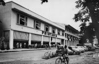 Douala, Printania – Printania est le fruit de la collaboration entre la SCOA et le groupe du Printemps pour ouvrir, à partir de 1952, une chaîne de « grands magasins » en Afrique.