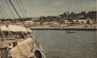 L'arrivée à Douala. - Carte éditée par la Compagnie générale de navigation à vapeur Cyp. Fabre.