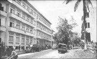 Abidjan, l'Hôtel du Parc – L'hôtel du Parc est l'ancien hôtel Bardon, agrandi dans les années 1940. Il est, dit-on à l'époque, le premier hôtel climatisé d'Afrique de l'Ouest. Il est situé sur le  boulevard Antonetti. Raphaël Valentin Marius Antonetti (1872 - 1938) fut gouverneur de la Côte d'Ivoire entre janvier 1918 et avril 1924.