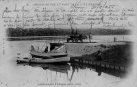 Appontement d'Abidjan (avant 1904) – Abidjan dispose, dès le début du XXème siècle d'une liaison fluviale lagunaire hebdomadaire avec Grand-Lahou.