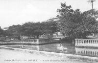 Conakry, un coin du jardin public et le chateau d'eau