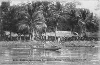 AOF, village au bord d'une rivière