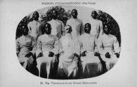 Mgr Thevenoud et ses Grands Sémnaristes. – Mgr Thevenoud, Joanny Thévenoud dans le civil, était vicaire apostolique de Ouagadougou, mais également évêque titulaire de Sétif (Algérie). Né en 1878 à Serrières-en-Chautagne et mort en 1949 à Ouagadougou, il a œuvré pour  la fondation d'une école de catéchistes, un petit séminaire en Haute Volta, a participé activement à la création du grand séminaire de Koumi. Il est a l'origine de la construction de la cathédrale de Ouagadougou. Il a consigné ses impressions sur le pays dans un ouvrage paru en 1938, « Dans la boucle du Niger ».