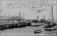 Gorée, arrivée du vapeur Dakar-Gorée - carte éditée avant 1905 (verso non divisé).