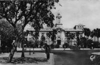 Dakar, le gouvernement général – Carte postée en 1950 - devient, après l'indépendance, la présidence de la République.