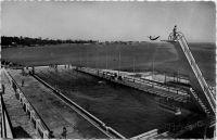 Dakar, la piscine olympique du Lido - Piscine olympique de 50m. X 15 s (remplie à l'eau de mer) et ses fameux plongeoir de 3m, 5m et 10 mètres,