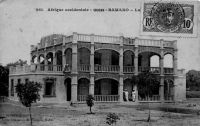 Bamako, la Résidence – Carte postée de Bamako le 18.06.1912 – Il s'agit de la « nouvelle résidence » du gouverneur située à proximité de l'ancienne sur la colline de Koulouba.