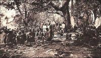 Une halte au pays de Kaburés. Carte éditée par les Missions Africaines de Lyon.  - Les Kabyé, aussi appelés Cabré, Cabrai, Kabiré, Kaburé, sont les occupants de la diagonale montagneuse qui sépare la vallée de la Volta de celle du Mono. Leur nom viendrait de la déformation par les Haoussa puis par les Cotokoli du mot kafir, qui signifie païen en arabe. Le nom original du groupe serait en fait les Lama, c'est-à-dire l'abréviation de Lan-mba, « ceux de la forêt ». Ce peuple qui aurait connu, jusqu'au XVIIème siècle, une certaine expansion, atteignant manifestement des régions de forêt, est repoussé sur les plateaux puis dans les montagnes par des invasions successives. Organisés en une nébuleuse de clans, ils n'obéissent pas à une autorité centralisée. Farouchement autonomes, ils sont longtemps perçus par les centres musulmans alentours, comme habitants d'un réduit impénétrable. Dans son roman à clé En attendant le vote des bêtes sauvages, Amadou Kourouma évoque les Kabyé comme « sauvages » et « sans chef » et les fait désigner par les ethnologues comme « paléonigritiques ». Source : Kourouma, A., En attendant le vote des bêtes sauvages, Paris, éditions du Seuil, 1998.