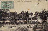 Lomé, l'hôpital européen. – Il s'agit de l'hôpital Reine-Charlotte (de Wurttemberg). Sa construction, entreprise par les Allemands sur les fonds de la Croix-Rouge, n'était pas tout à fait terminée en 1914, et l'aile ouest fut achevée par les Anglais. Il resta en service jusqu'en 1954, date de l'ouverture du CHU de Tokoin. Il fut alors transformé en bureaux administratifs, et abrite aujourd'hui les archives du ministère de la Fonction publique au rez-de-chaussée, et la statistique scolaire à l'étage. L'organisation sanitaire et médicale instaurée par les Allemands est considérée comme très honnête. L'équipement hospitalier comprenait trois établissements réservés aux Européens et cinq aux Africains ; leur matériel était très moderne pour l'époque. Les soins, dans le système colonial allemand, étaient gratuits pour les agents de l'administration et leur famille, les élèves, les prestataires, les prisonniers et les indigents. Les autres usagers devaient s'acquitter d'honoraires médicaux allant de 2,4 à 3 Marks. L'hôpital Nachtigal d'Aného, le premier bâti au Togo,  abrite aujourd'hui une école primaire.