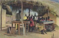 Togo shull-hütte im hinterland kinder - 1911 paillote école dans la brousse et ses écoliers.