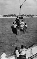 Lomé, embarquement sur un navire en rade - Le fameux panier. Correspondance au verso adressée à Mademoiselle et M. Joseph, Paris 10 ème :