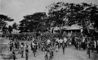 Lomé, la population noire au marché du bois.